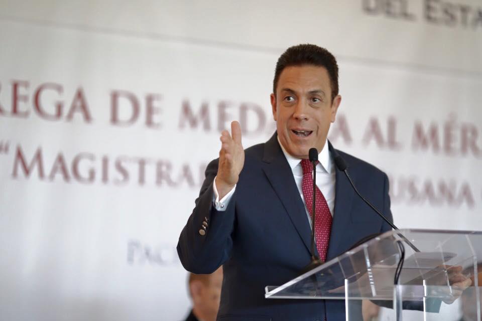 Omar Fayad asume el gobierno de Hidalgo entre aumento de pobres y deuda pública