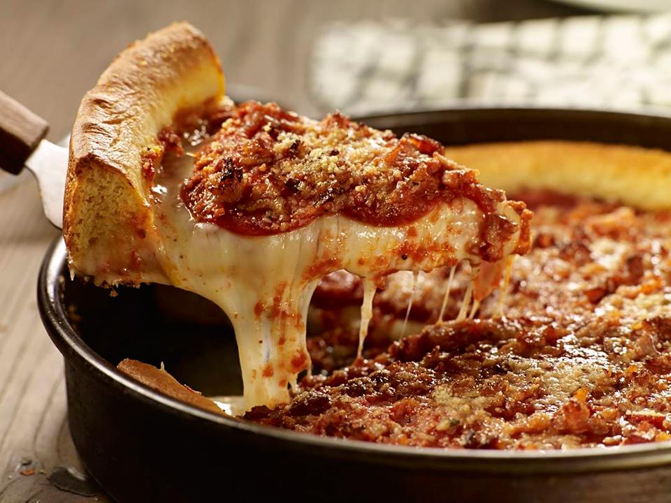Disfruta de pizza estilo Chicago en la CDMX