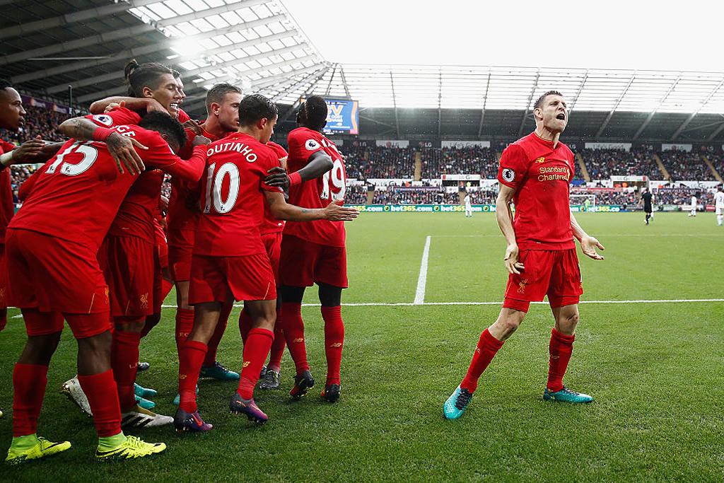 El Liverpool remontó al Swansea y subió al subliderato