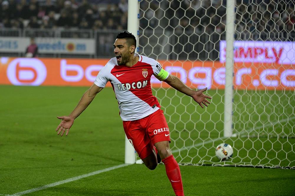 Un Tigre atacó al Bordeaux; Falcao marcó triplete en goleada