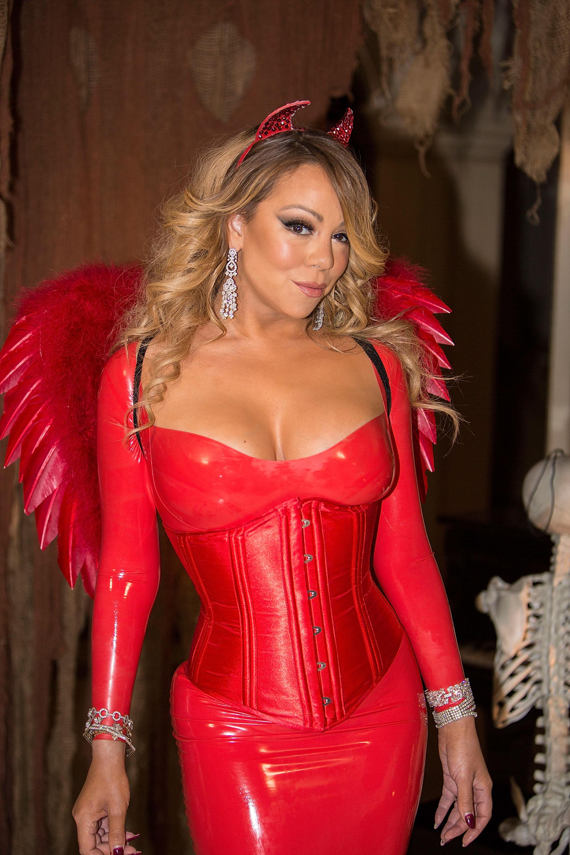 Mariah Carey inicia festejos de Halloween de manera más... ¿sexy?