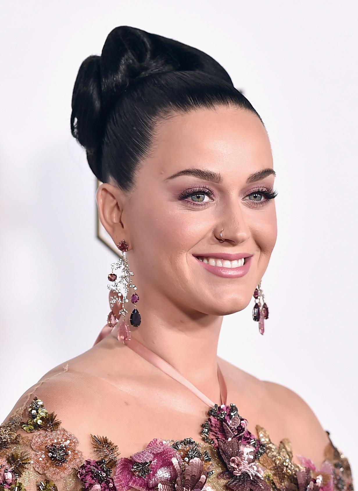 Katy Perry vuelve a meterse con Taylor Swift: le 'roba' a sus productores