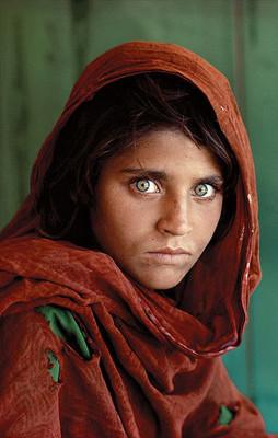 Niña afgana de National Geographic fue detenida en Pakistán
