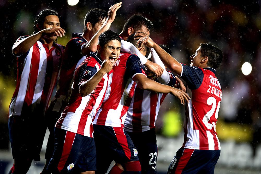 Chivas avanzó con apuros a cuartos de Copa MX