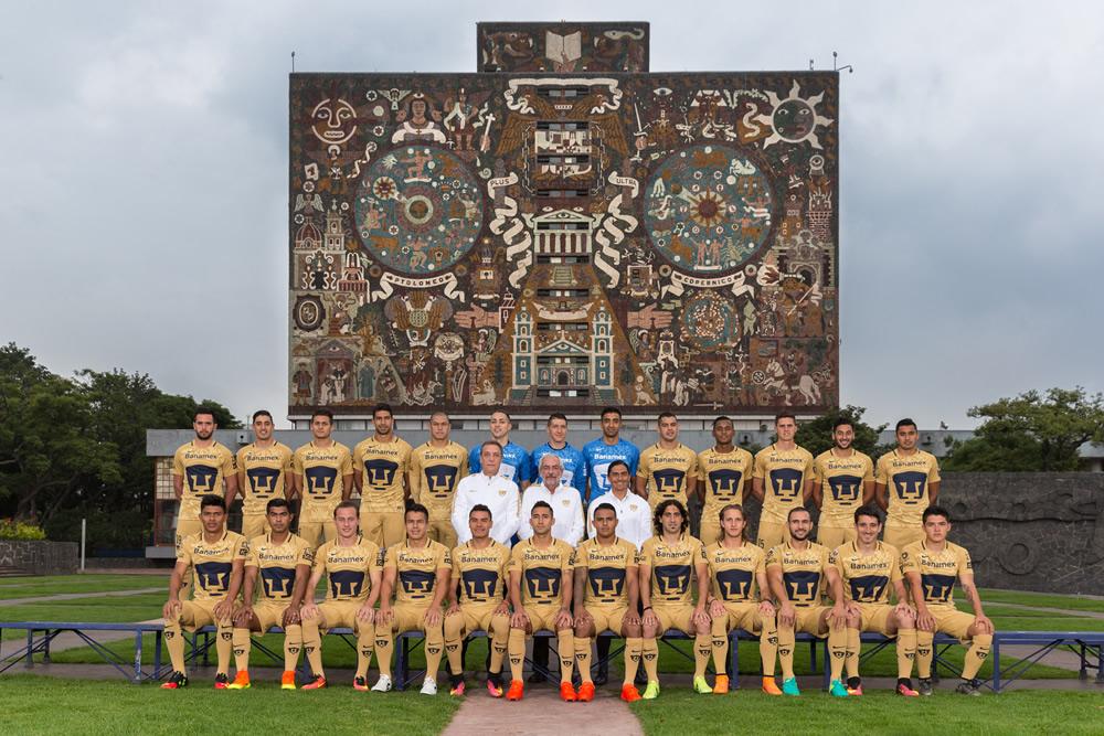 Pumas se tomó la foto oficial frente a Biblioteca Central