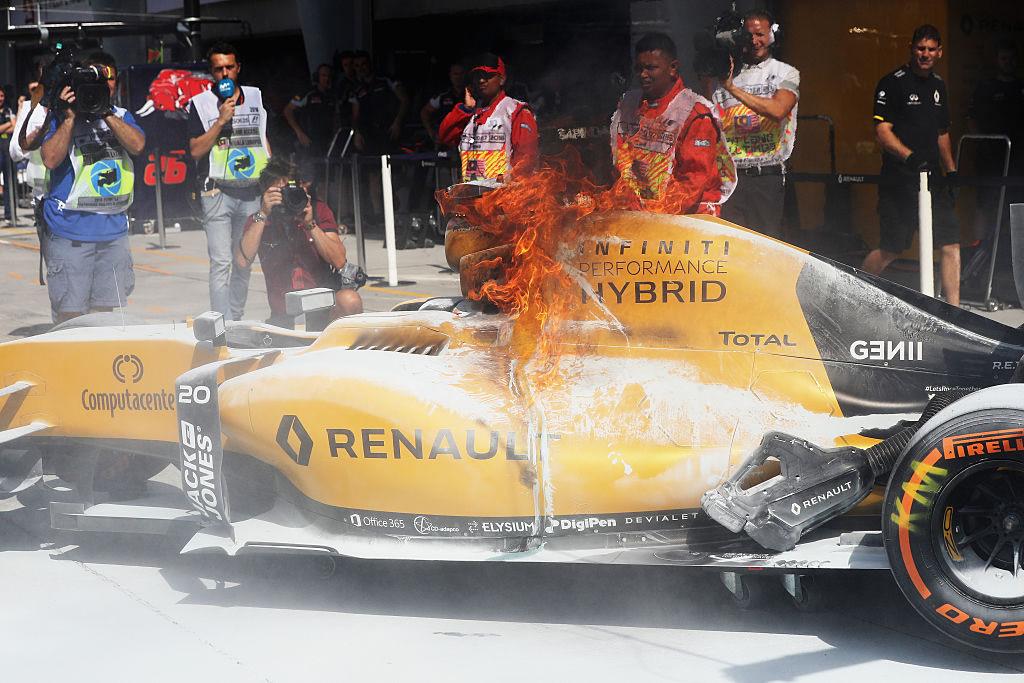 Ensayo del GP de Malasia se incendió; Rosberg lideró y Checo fue noveno