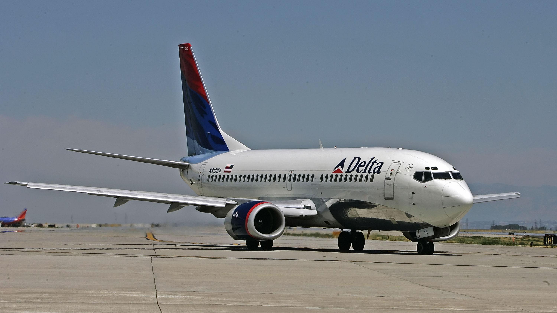 La aerolínea Delta veta a seguidor de Trump por insultos en un vuelo
