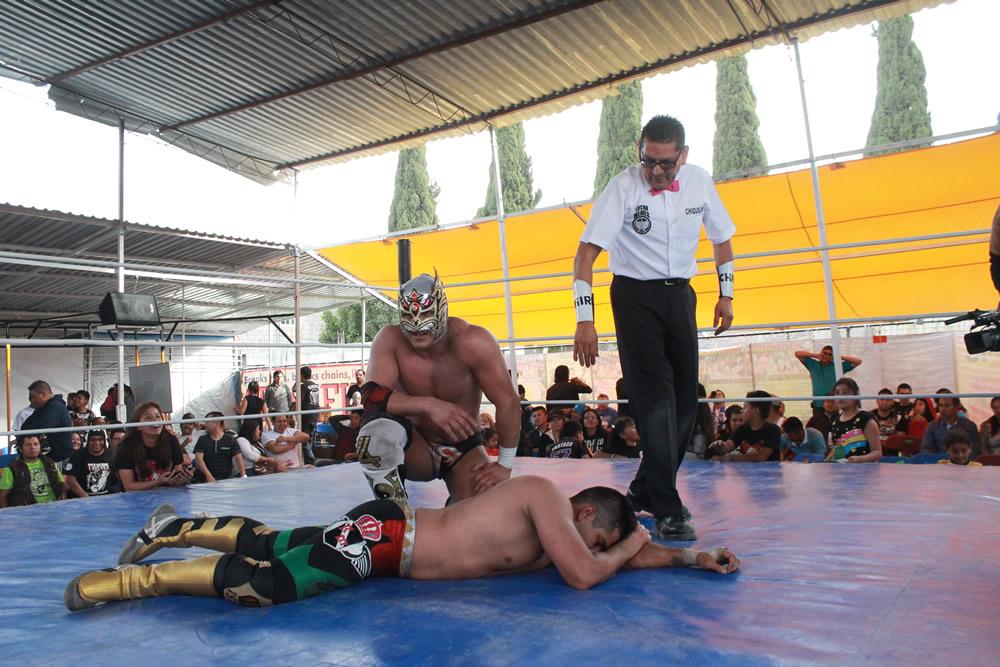 En un duelo complicado, Dragon Lee venció a Ronnie Mendoza