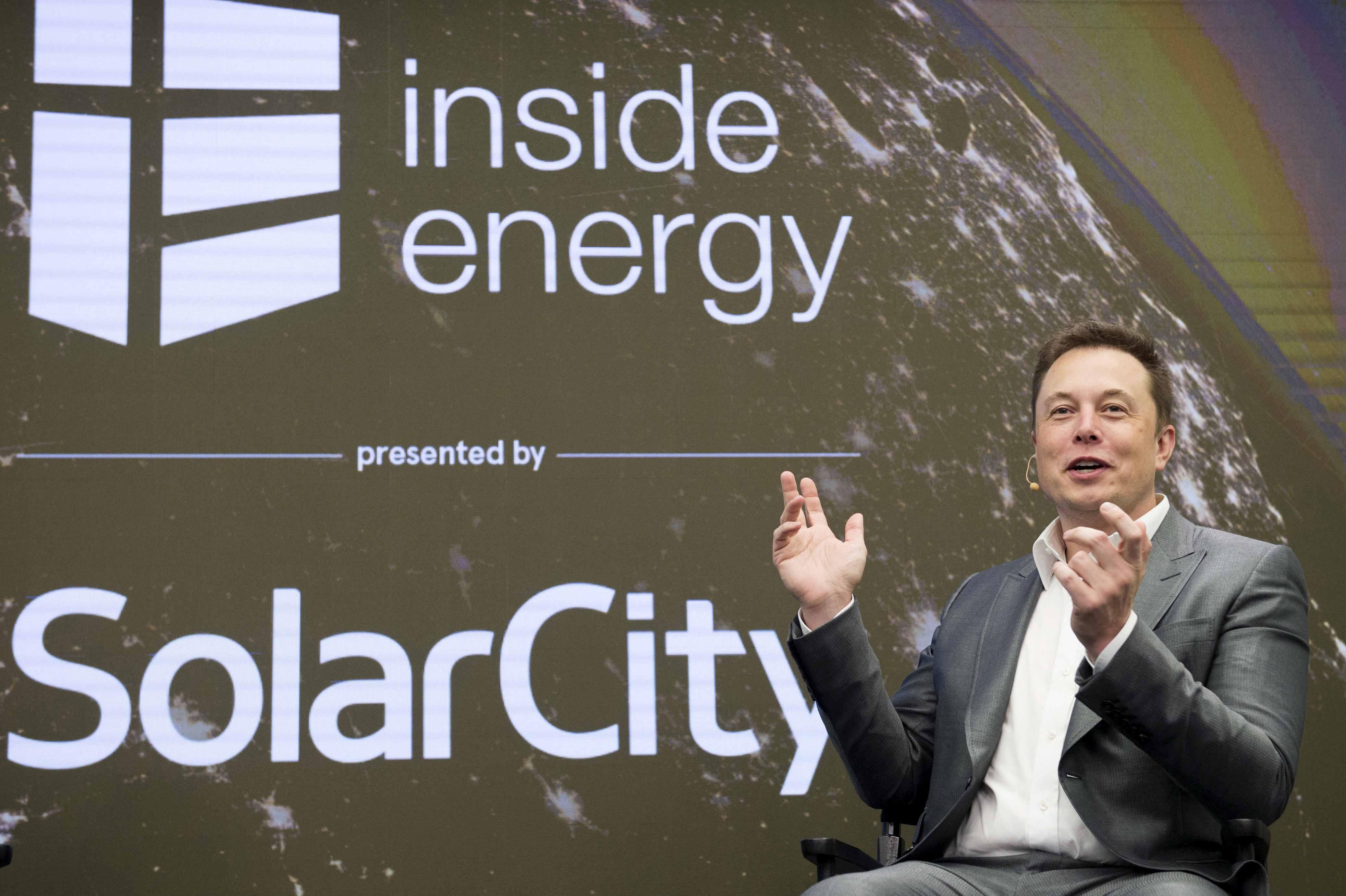 elon musk avanza construcción imperio energías limpias