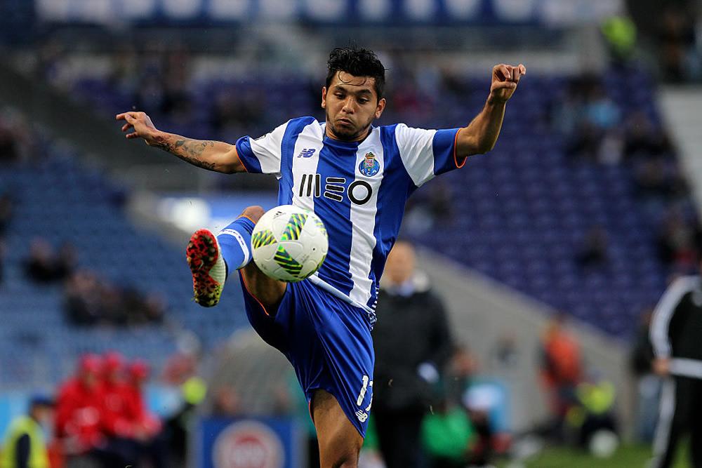Tecatito Corona es baja del Porto por lesión
