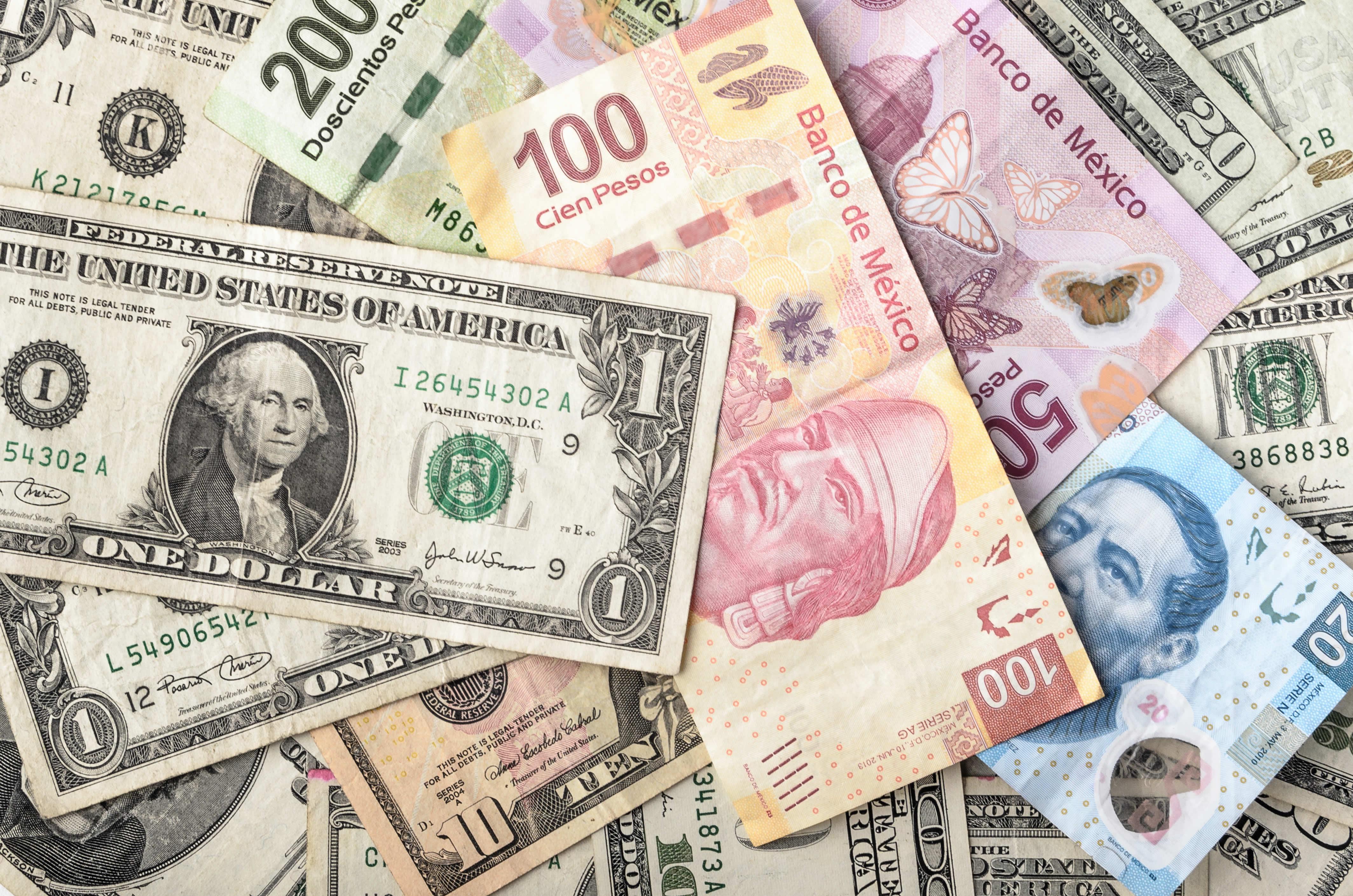 Cambiar de Peso Mexicano a Euro Cambiar de Euro a Peso Mexicano Evolución del cambio Euro Peso Mexicano La tabla de los tipos de cambio históricos por fechas reportada en esta página se basa en la cotizaciones diaria de referencia con el euro publicadas por el Banco Central Europeo (BCE).