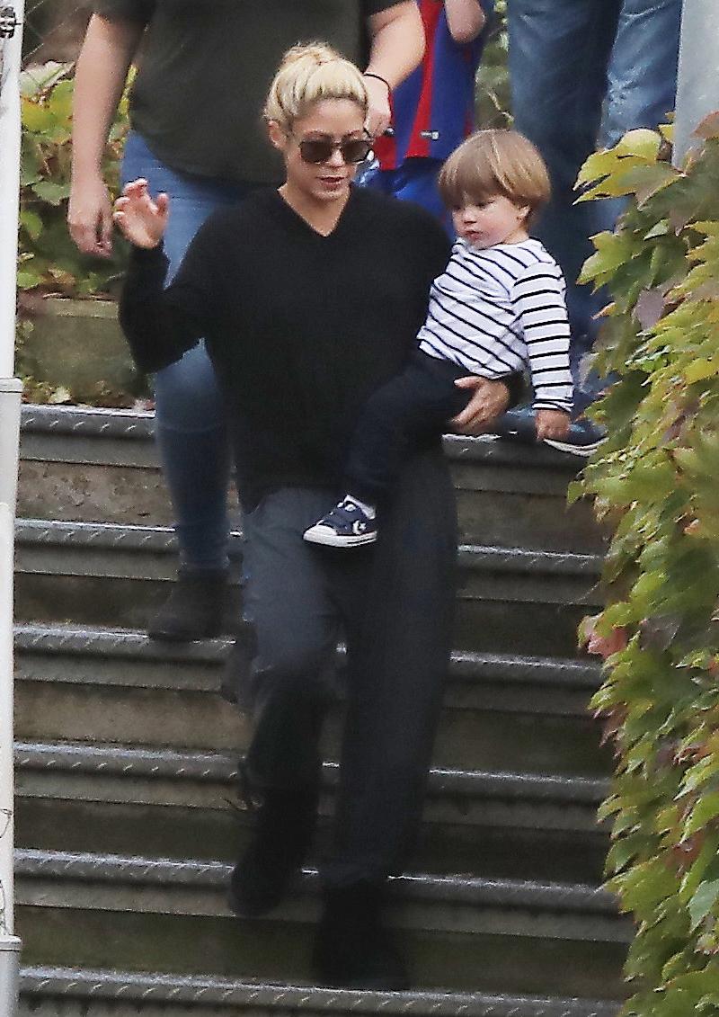 ¡Cuánto ha crecido! Captan a Shakira con Sasha, el menor de sus hijos