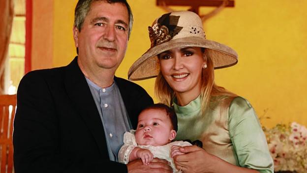 El bautizo de la hija de Jorge Vergara y Angélica Fuentes ...  El bautizo de l...
