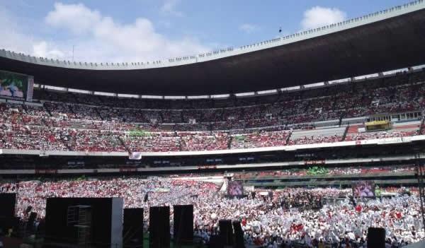 Enrique pe a nieto cierra campa a en el df en el estadio for Puerta 1 estadio azteca