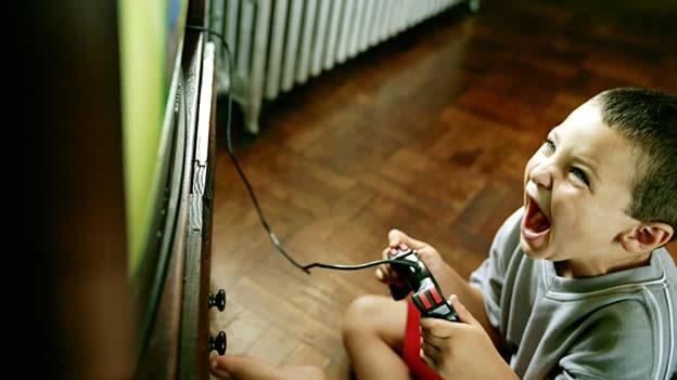 Resultado de imagen de niño juega juegos violentos
